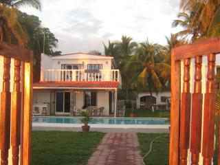 Beach House San Luis Talpa