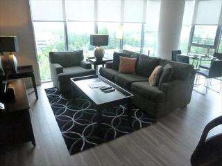 Lux Tysons Corner 2BR W/pool & WiFi, McLean