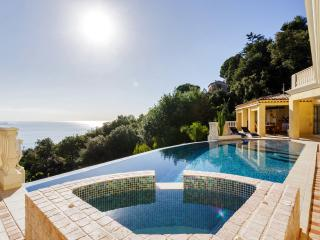 Hollywood villa up above the town of Golfe-Juan, Vallauris