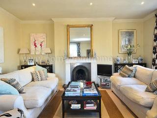 Magnificent and well-presented family rental, 3 bedrooms- Chelsea.