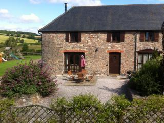 Holiday cottage near Totnes with swimming pool