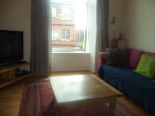 Bright and sunny west end 2 bedroom flat, Glasgow