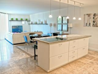 Refurnished 3 Bedroom Apartment in Key Biscayne, Miami