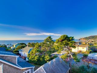 Great Road's End ocean views, a private hot tub, and more!, Lincoln City