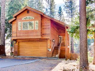Stunning cabin with close ski and beach access, cozy decor!, Kings Beach