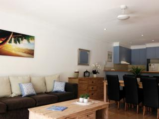 2 BR VILLA, PRIVATE POOL, FREE WIFI, Palm Cove