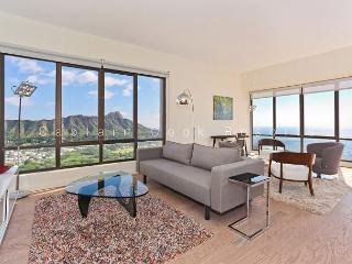 Fabulous Diamond Head and Ocean views from this two-bedroom penthouse suite!, Honolulu