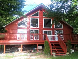 Greenfield Cottage - F335 Nestled by Green River, Orillia