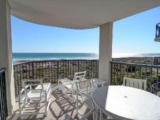 DR 2304 -  Comfortable and relaxing oceanfront condo with easy beach access, Wrightsville Beach