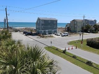 """Coquina -  Unwind and enjoy this quiet ocean view """"Oasis"""" close to the beach, Kure Beach"""