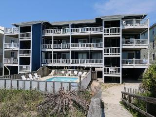 Reefs V D2 -  Oceanfront condo, open floor plan, community pool & beach access, Carolina Beach