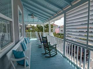 Aquamarine - Relax, enjoy the beach at this classic Wrightsville Beach Cottage