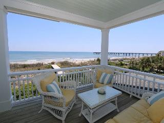 Sandpiper Cottage - Oceanfront home with gourmet kitchen, Jacuzzi and more, Wrightsville Beach