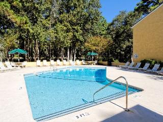 Beautiful 2BR/2BA Villa, Just Minutes from the Beach and is Simply Terrific, Hilton Head