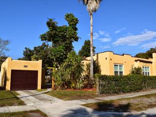 Spacious Home Close to Beaches & Downtown Sarasota