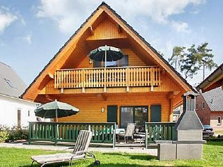 Family-friendly house with garden, Lake Müritz, Bollewick