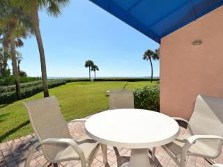 Beachfront Condo - walk right out to the beach!, Longboat Key