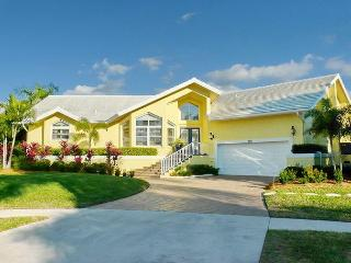 Secluded waterfront house on key lot with heated pool and amazing water view, Isla Marco