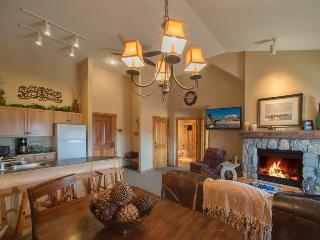 Dakota Lodge 8538 - Sleeps 7, 5th floor, vaulted ceilings!, Keystone