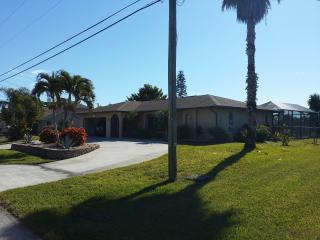 Centrally located saltwater canal pool home SE Cap, Cape Coral