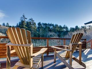Comfortable beach lodge with views of ocean & forest!, Manzanita