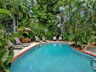 Ann Street Tranquility:  A cozy and peaceful cottage, Key West