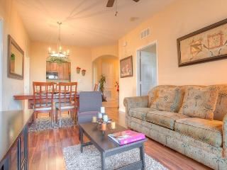 Third-floor 3-bedroom, 2-bath pet friendly condo near the clubhouse and pool!, Orlando