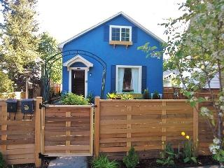 Beautiful Garden Cottage in Beautiful Garden Dist., Coeur d'Alene