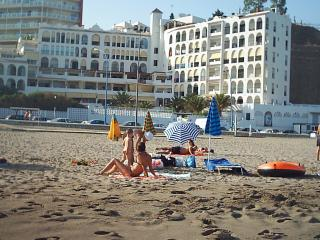 First Line Apartment with Pool, WIFI and Air/Cond., Fuengirola