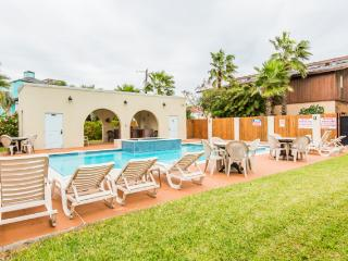 LARGE POOL/SPA, 2 GRILLS, Near Beach! Pet Friendly, South Padre Island