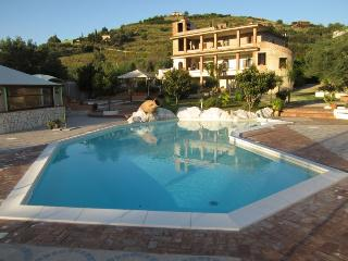 Apartment Azalea in residence with pool, San Marco di Castellabate