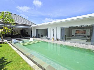 Stunning villa 3 bd int the hearth of Seminyak