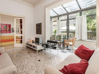 Florence flat with garden and parking