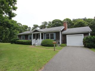 #7810 - Great Edgartown House w/ great proximity to town