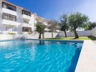 3-bedroom flat with pool in Cascais!