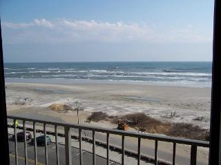 Ocean front condo with breathtaking view, North Wildwood
