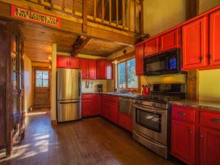 Charming Boutique Cabin in a Private Setting!, Breckenridge