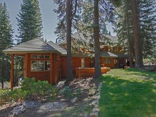 Beautiful Tahoe Donner 4 BR Home with Hot Tub and Many Upgrades, Truckee