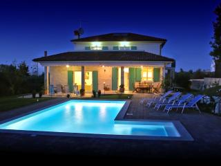 Villa Lara Rovinj with heated pool, Rovinjsko Selo