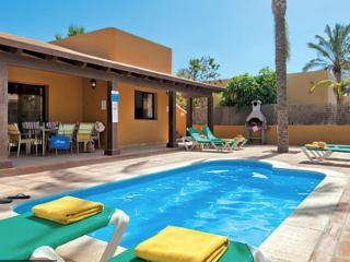Villa with private swimming Pool near to center, Corralejo