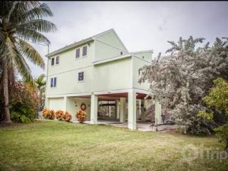 Gorgeous Keys Water Front Home with Private Dock and Ramp, Islamorada