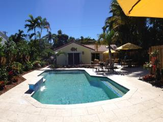 Victoria Park Private Tropical Resort Pool Home, Fort Lauderdale