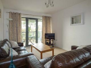 TYACK, balcony, en-suite, WiFi, ten min walk to harbour, great touring base, in Charlestown, Ref 916253