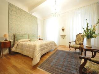 KALYPSO - LUXURY APARTMENT IN FLORENCE'S HEART, Florence