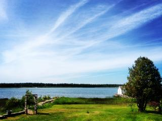 Memory Bay Cottage on Pike Bay, Bruce Peninsula, Red Bay