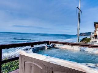 Beachfront home with private hot tub for whale watching, Newport
