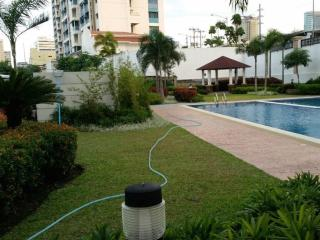 Fully Furnished Condo in the City - Free WiFi, Muntinlupa