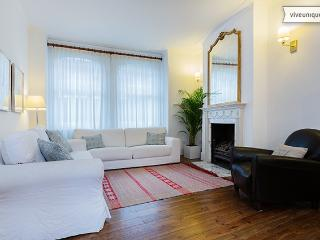 4 bed family home with garden walkway, Fulham, London