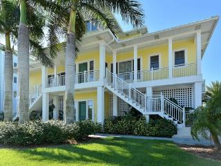 4,000 SQ FT BEACHFRONT HOME 1/2 mile from Village!, Siesta Key