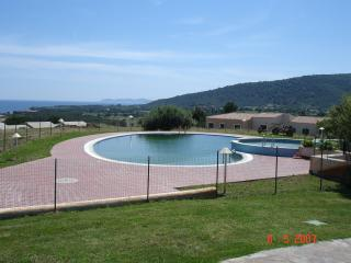 Pool apartment next to the beach with nice seaview, Budoni